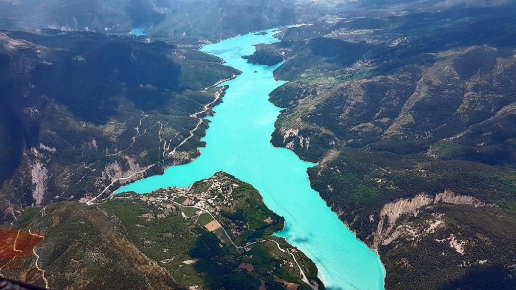Le lac de Castillon (Castellane), et sa couleur magnifique