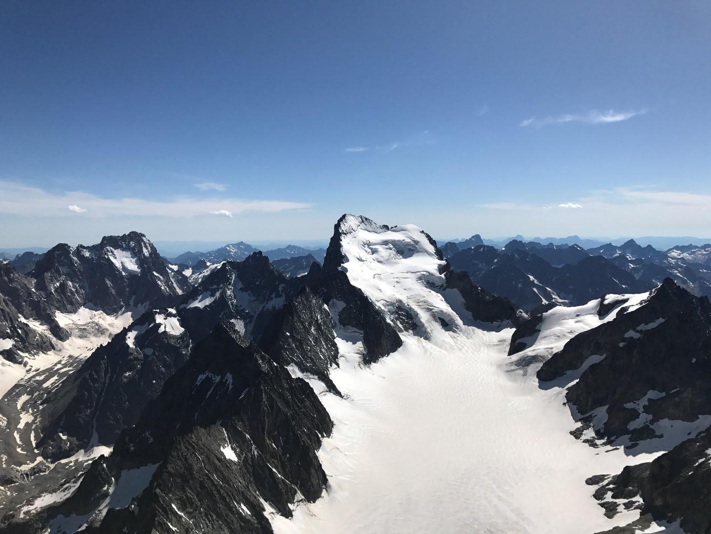 Glacier-Blanc et Barre des Écrins à 4000m